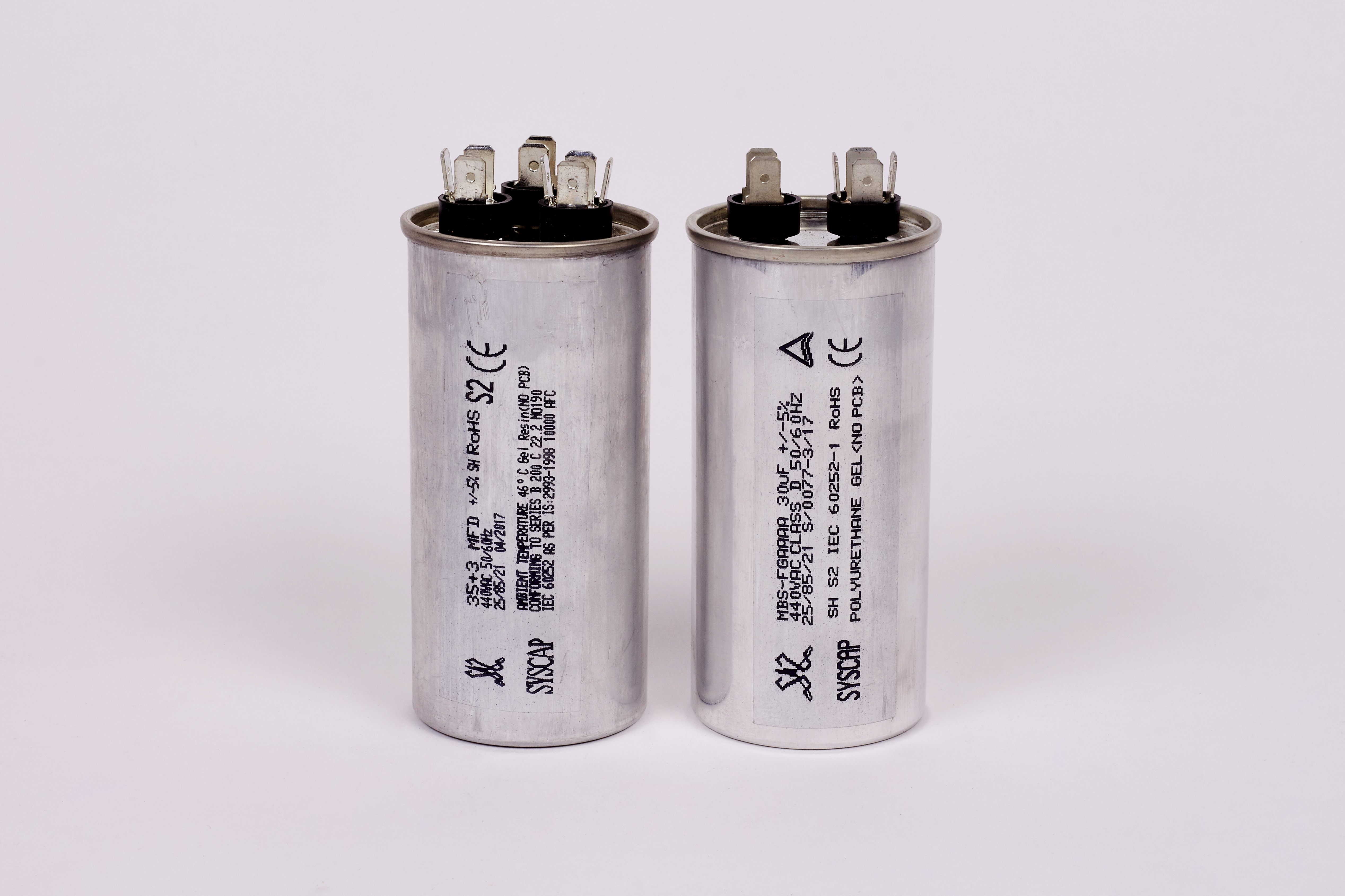 aluminium can constrcution with an integrated safety mechanism which  disconnects the capacitor from the circuit in the event of catastrophic  failure